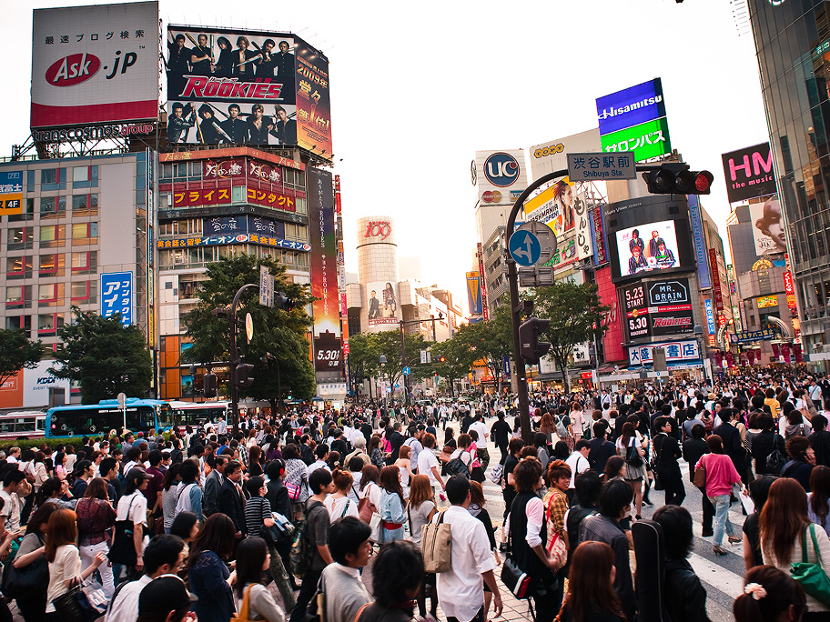 04_Shibuya_Crossing_Crowd
