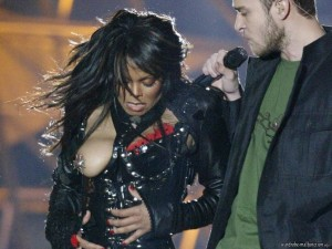 Janet-Jacksons-exposed-right-breast-with-metallic-pasty-protecting-her-nipple-from-shame-300x225
