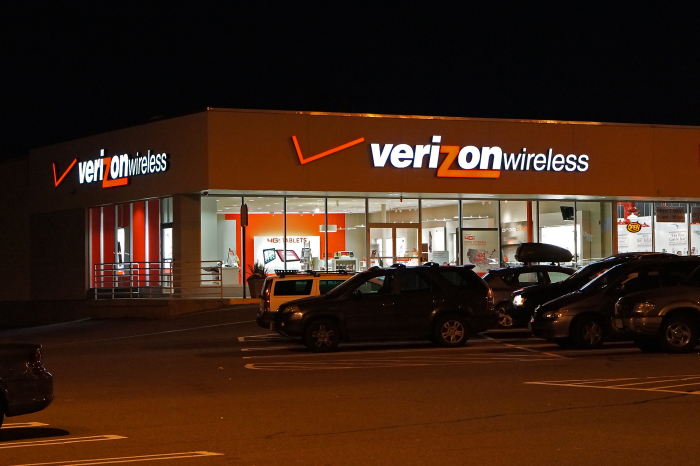 Verizon_Wireless_store-700x466
