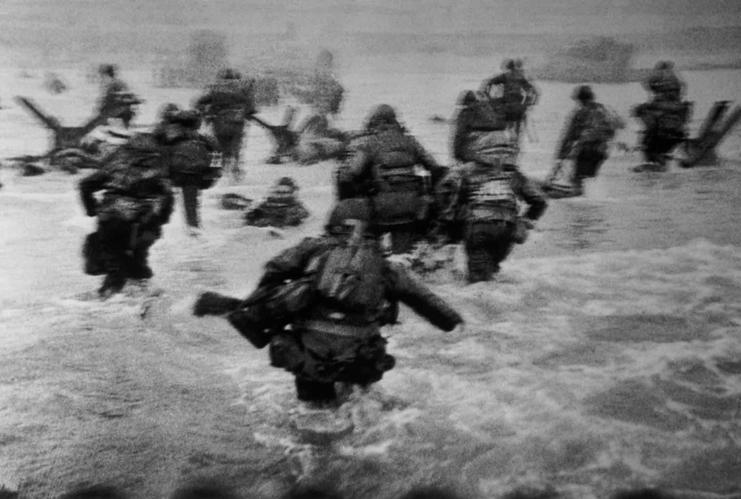 robert-capa-d-day-landing-at-normandy