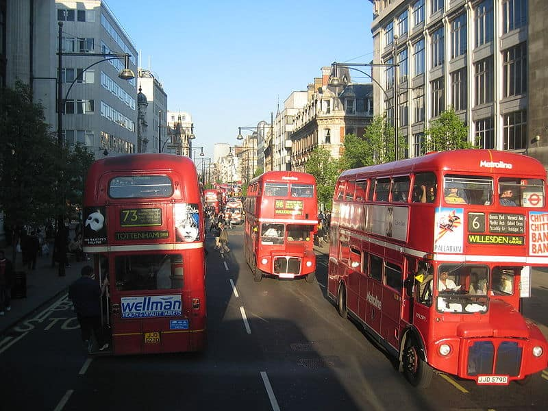 800px-Heavy_Bus_Traffic_on_Oxford_Street